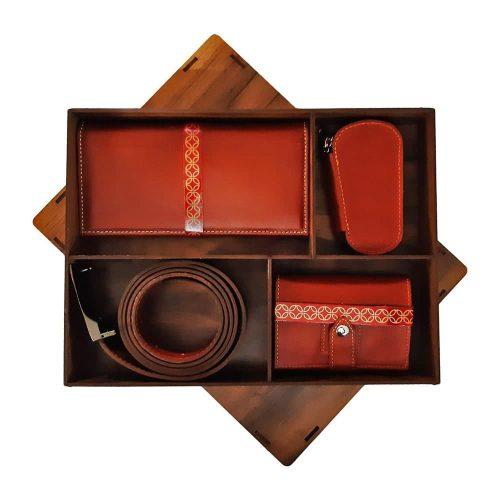 ست کیف بغل، جا سوئیچی، کیف کارت و کمربند مردانه چرم طبیعی همراه با جعبه چوبی